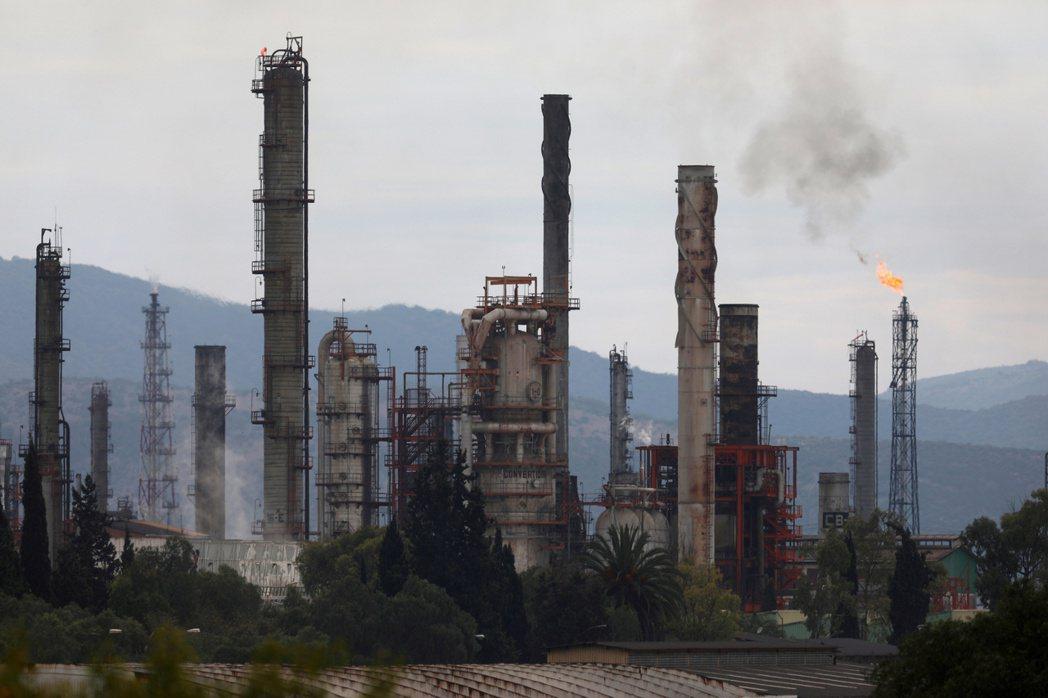 墨西哥發電廠的含硫燃料消耗量觸及三年來最高。(本報系資料庫)