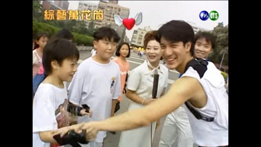 周湯豪8歲時曾上綜藝節目與王力宏同框。 圖/擷自Youtube