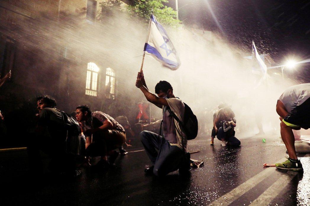 圖為2020年以色列街頭的反納坦雅胡抗爭。 圖/路透社