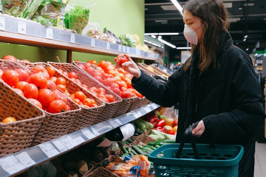 在平日飲食中,營養師建議運用「五要一少」,幫助素食者輕鬆吃進免疫力! 圖/Pex...