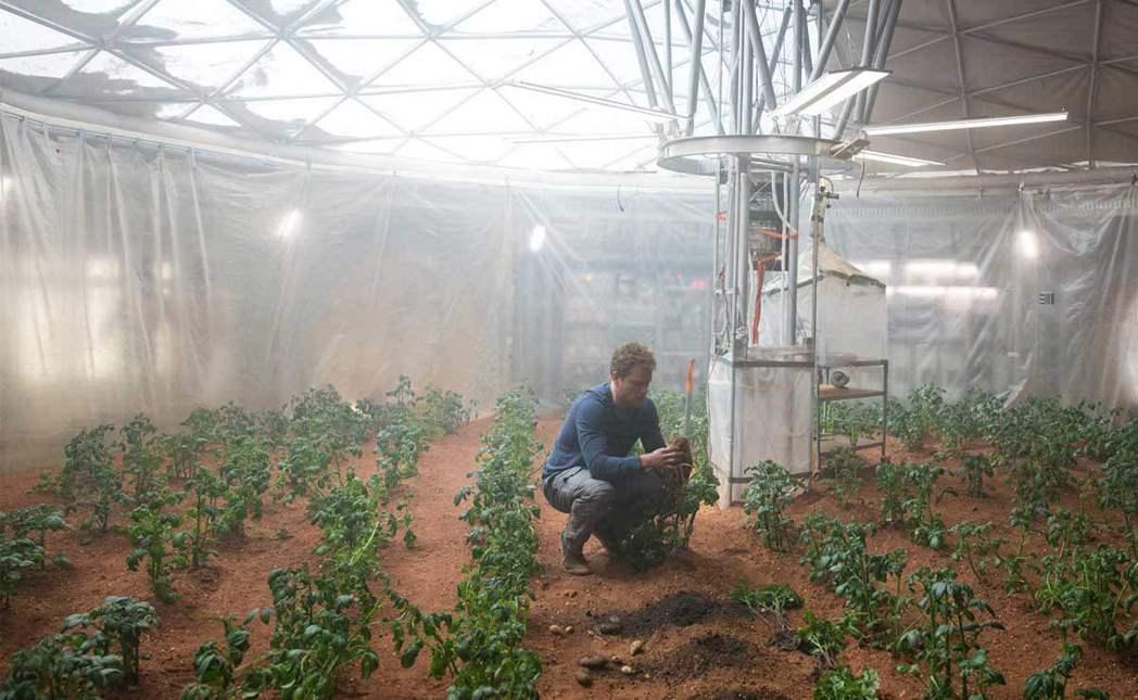 對火星岩石與塵土進行詳細的研究,是為了尋找生命跡象以及氣候變化的線索,了解火星如...