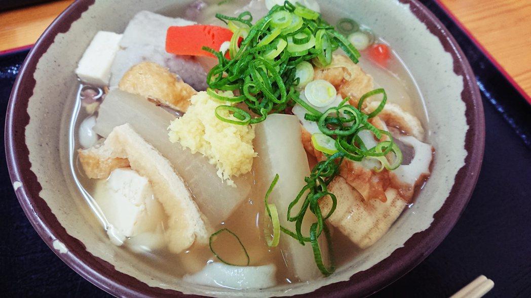 卓袱烏龍麵(しっぽくうどん,shippoku udon)香川傳統的冬季鄉土料理,...