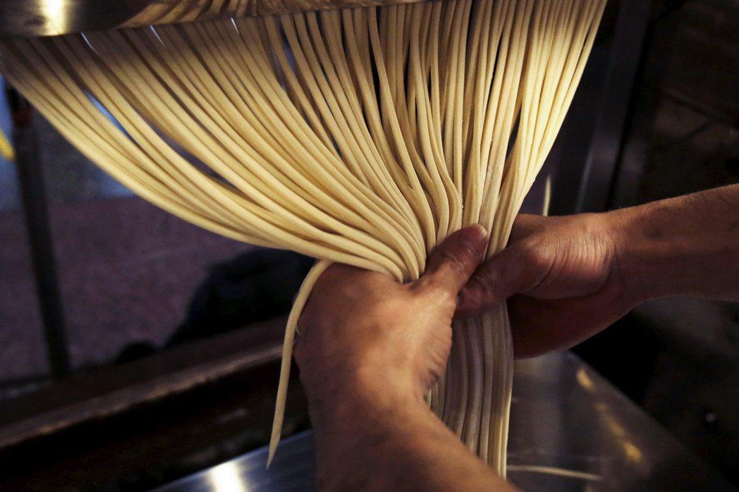 圖/路透社:小麥粉的比例、麵條的粗細、口感的軟硬程度⋯⋯,在香川,每家店都有自己...