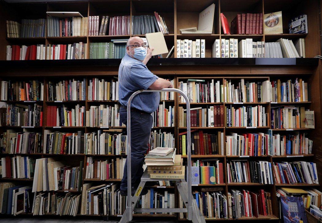 併購之後,對書店來說未來也將喪失一定程度的協商空間,一切幾乎將取決於少數出版集團...