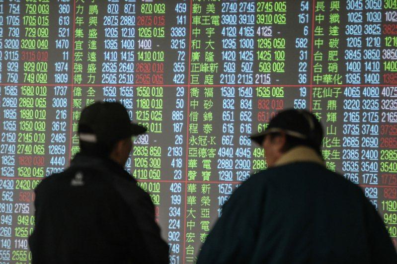 台股今日開高震盪,重返萬七大關,一度衝達17113.33點,終場以17,068.43點作收,上漲197.57點;三大法人買超159.55億元。本報資料照片