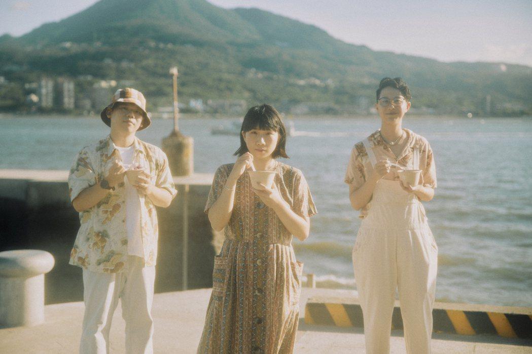 台灣樂團「緩緩」於民謠基底中加入瞪鞋、硬地搖滾、後搖及電子等元素,受邀在西班牙巴
