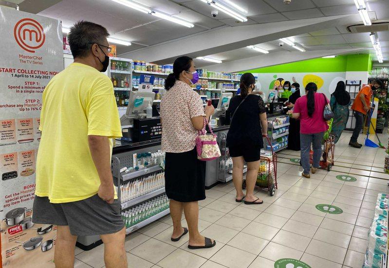 新加坡總理李顯龍將在31日下午的演講中向公眾宣布「如何控制新冠疫情」外,同時還好談到逐步重新開放新加坡的計畫。美聯社