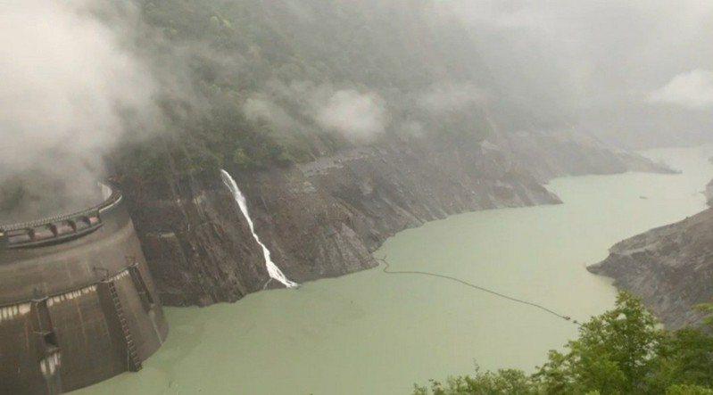 昨天大雨,德基水庫蓄水率有上升。圖/民眾提供