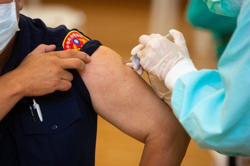 台中市警、消人員在29、31日兩天施打1500劑新冠疫苗,截至今天為止,台中市警局、消防局已有1846人接種。圖/台中市警局提供