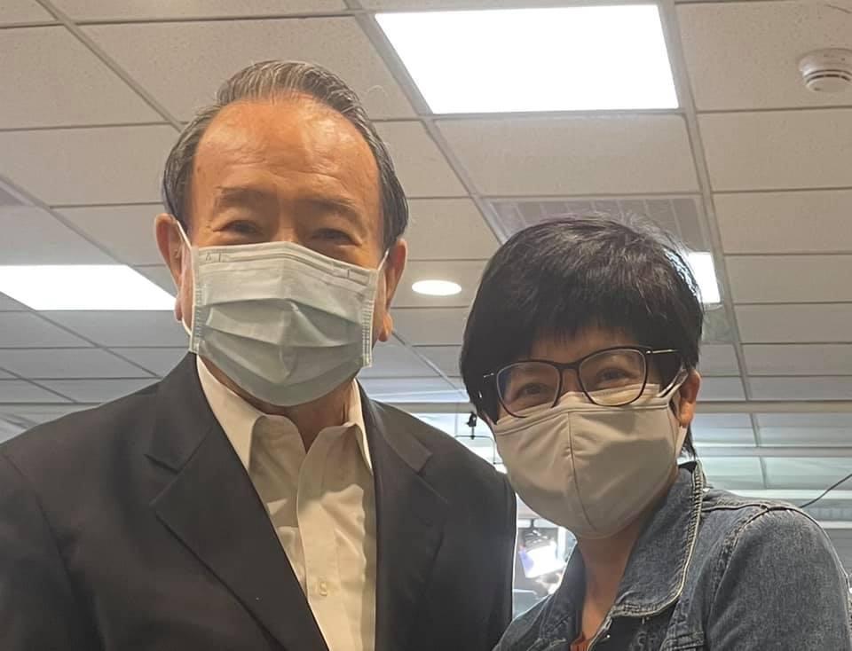 任立渝(左)和詹怡宜共事長達10年。圖/摘自臉書