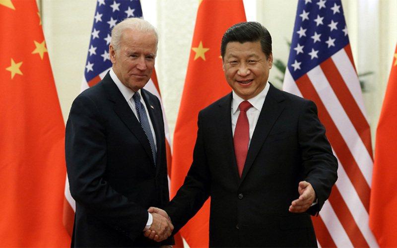 2013年12月  習近平在北京人民大會堂歡迎時為美國副總統的拜登來訪。(新華社)