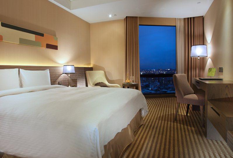 成旅晶贊飯店台北蘆洲標準房。圖/中租提供