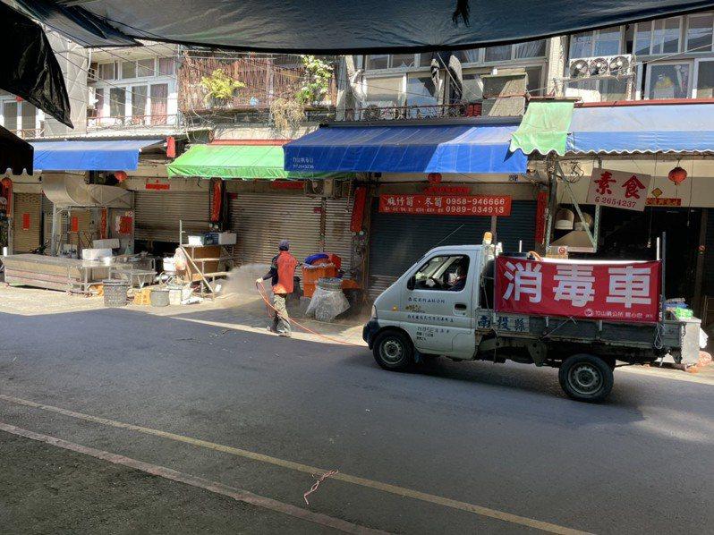 南投各鄉鎮公所從即日起也加強市場的消毒作業,市場公廁也將進行一天2次消毒。圖/竹山鎮公所提供