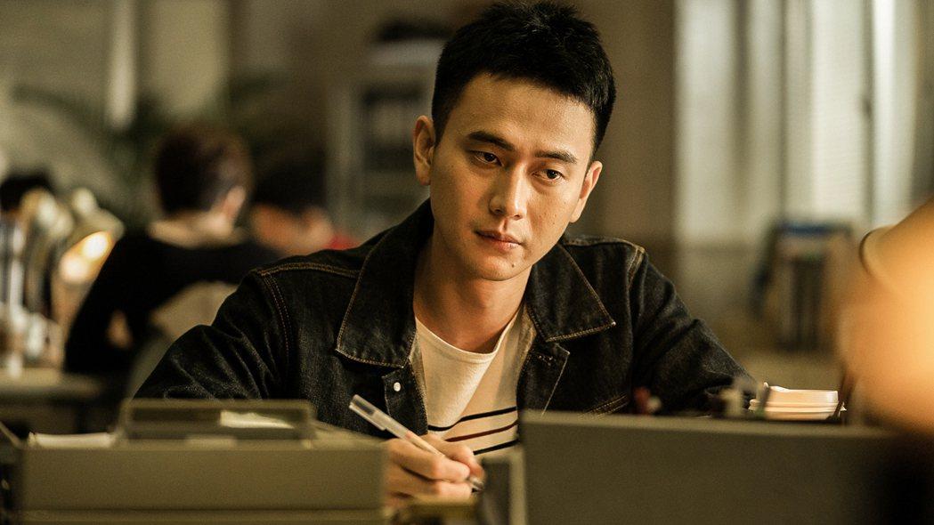 劉冠廷在「火神的眼淚」中寫遺書。圖/公視、myVideo提供