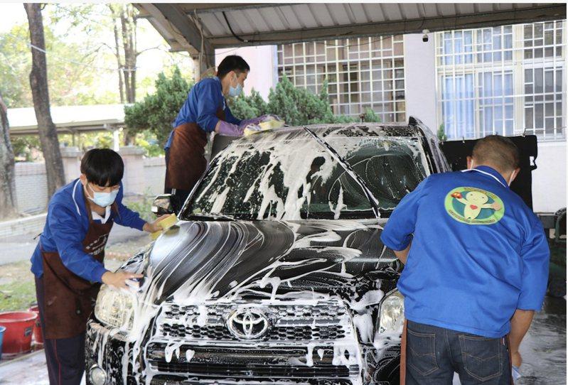 台南市從明天起恢復自來水供應洗車業者。本報資料照片