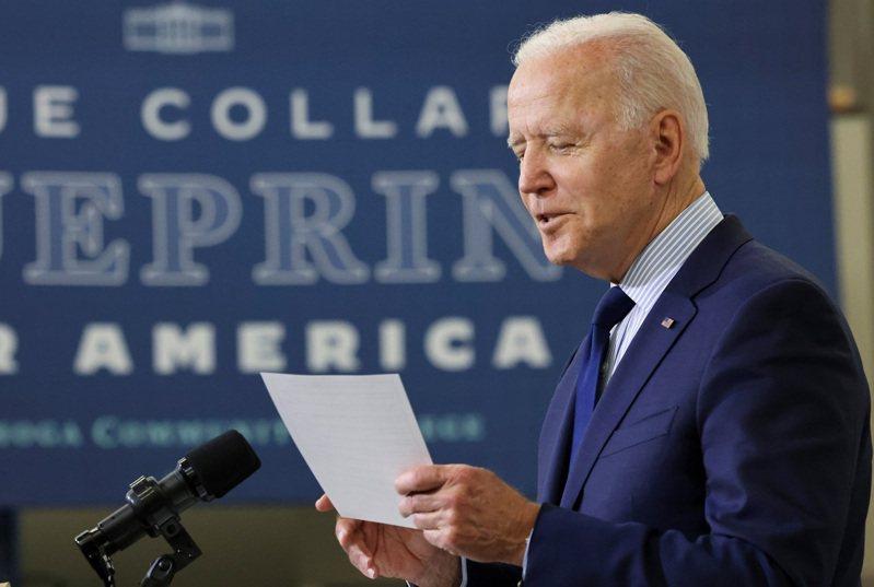 史諾登指控美國現任總統拜登(見圖)在副總統任內對監聽盟邦政治領袖的醜聞介入極深。 路透