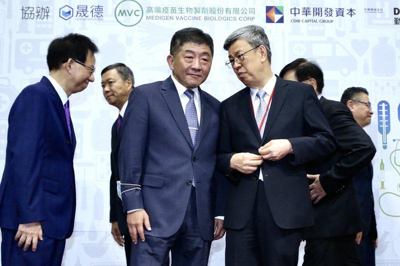 前副總統陳建仁(前排右)公開呼籲,自己參與高端的二期臨床試驗,沒有不適感。圖/聯合報系資料照片