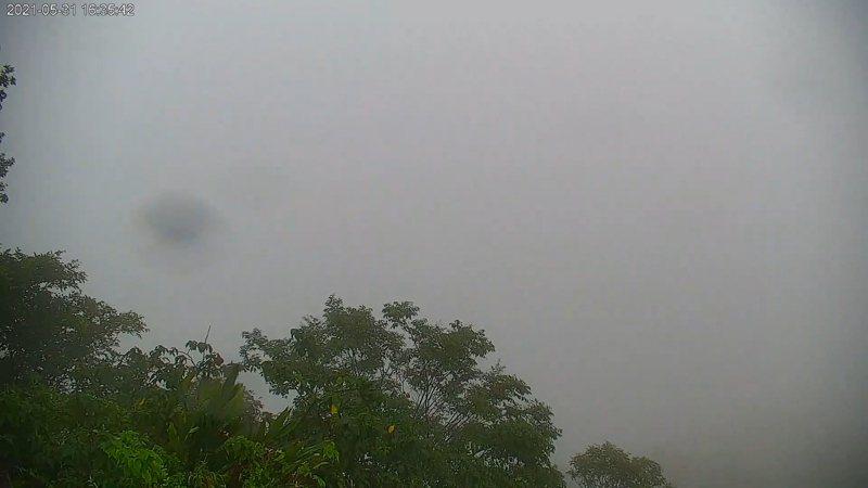 北水局表示,石門水庫今日累積雨量為23.7毫米,目前已入庫約980萬噸。石門水庫水氣豐沛出現濃霧。圖/取自石門水庫即時影像