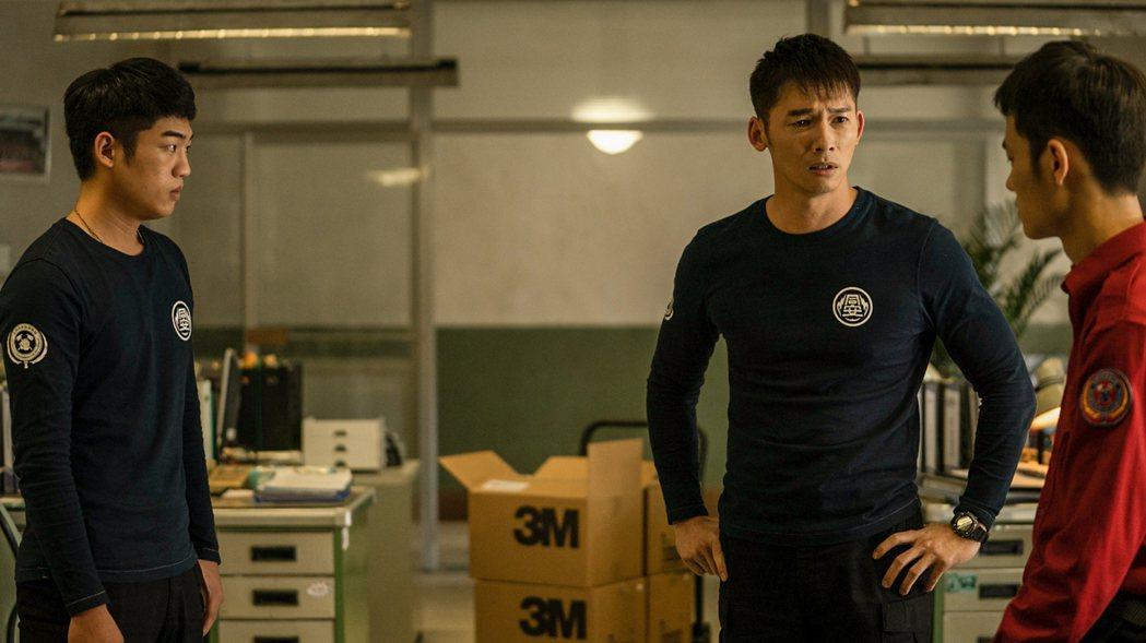 溫昇豪不捨在分隊弟兄們最需要他的時候離開 。圖/公視、myVideo提供