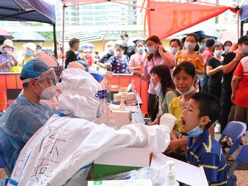 廣州市民接受核酸檢測。香港經濟日報