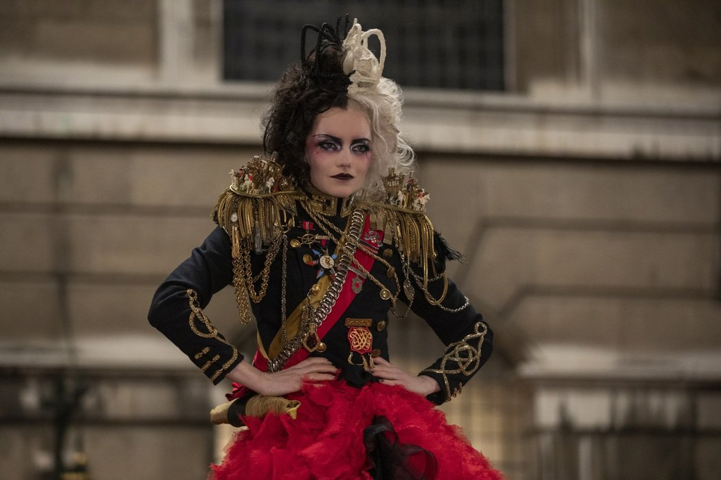 「時尚惡女:庫伊拉」全美首周票房亞軍。圖/迪士尼提供