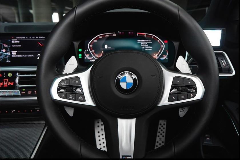 鋁合金換檔撥片透過加長長度,讓駕駛者手感更好。 摘自CarBuzz.com