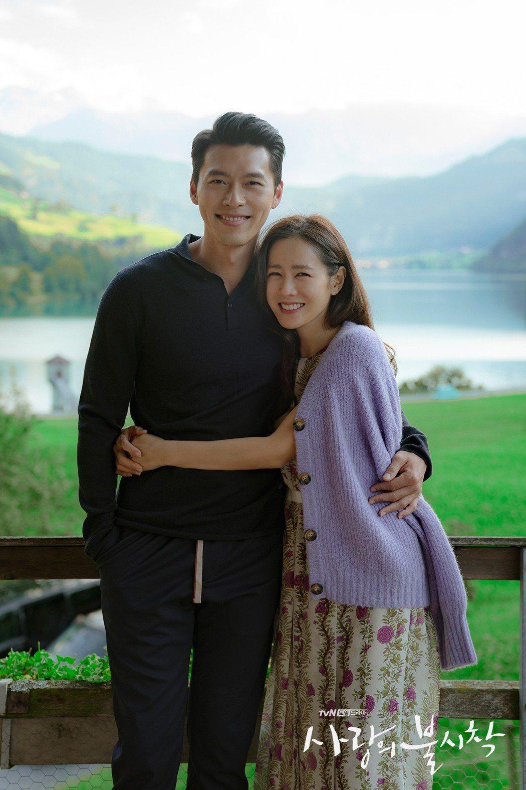 玄彬(左)、孫藝真(右)因戲結緣,演出「愛的迫降」而陷入熱戀。圖/Netflix
