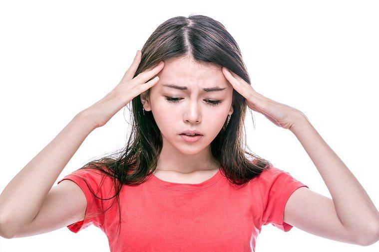 人出現不明原因頭暈、頭痛、容易疲憊等情形時,當心是低血氧徵兆,必須提高警覺。 圖...