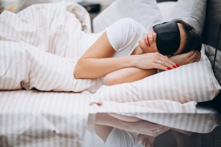晚上睡覺時分泌的褪黑激素也是一種抗氧化劑,所以民眾在家防疫期間,除了要睡足7個小...