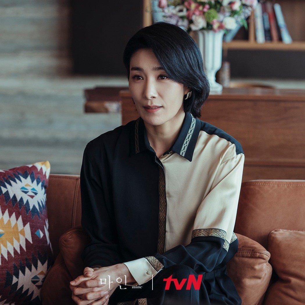 金瑞亨在「我的上流世界」是事業女強人,也有溫柔的一面。圖/擷自tvN 드라마(D...