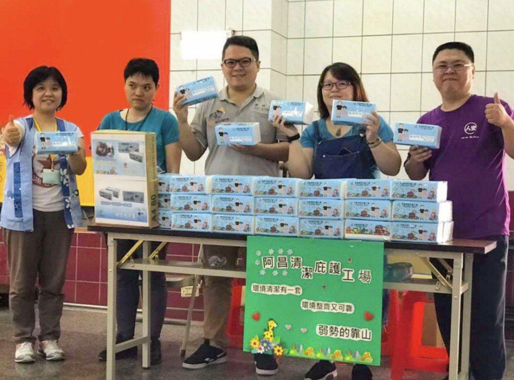 阿昌清潔庇護工場販售衛生紙,幫助身心障礙者自食其力。 阿昌清潔庇護工場/提供