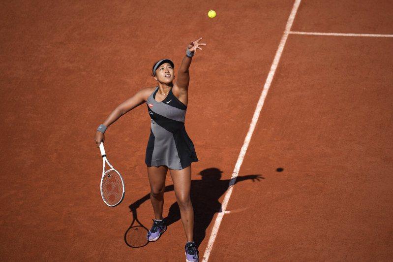 日本網球好手大坂直美坦言深受憂鬱症所苦,進而出乎意料退出法國網球公開賽後,美國名將小威廉絲今天發聲表示同情對方。 美聯社