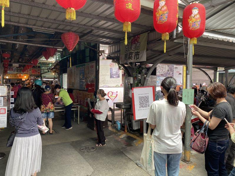 台南市政府要求公私市場須實聯制,控管單一出入口,其餘出入口必須封閉。記者鄭維真/攝影