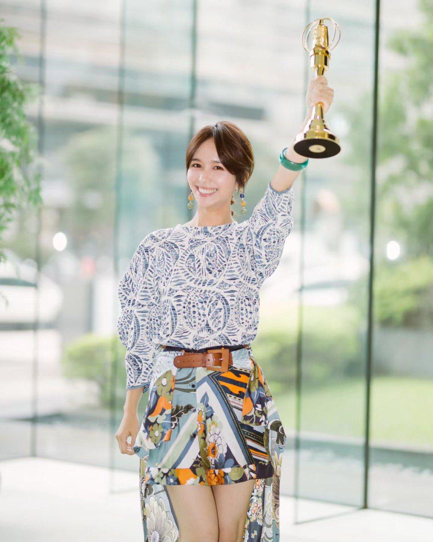 「客家妹」陳明珠是黃子佼首位簽約藝人。圖/洒落嚴選行提供