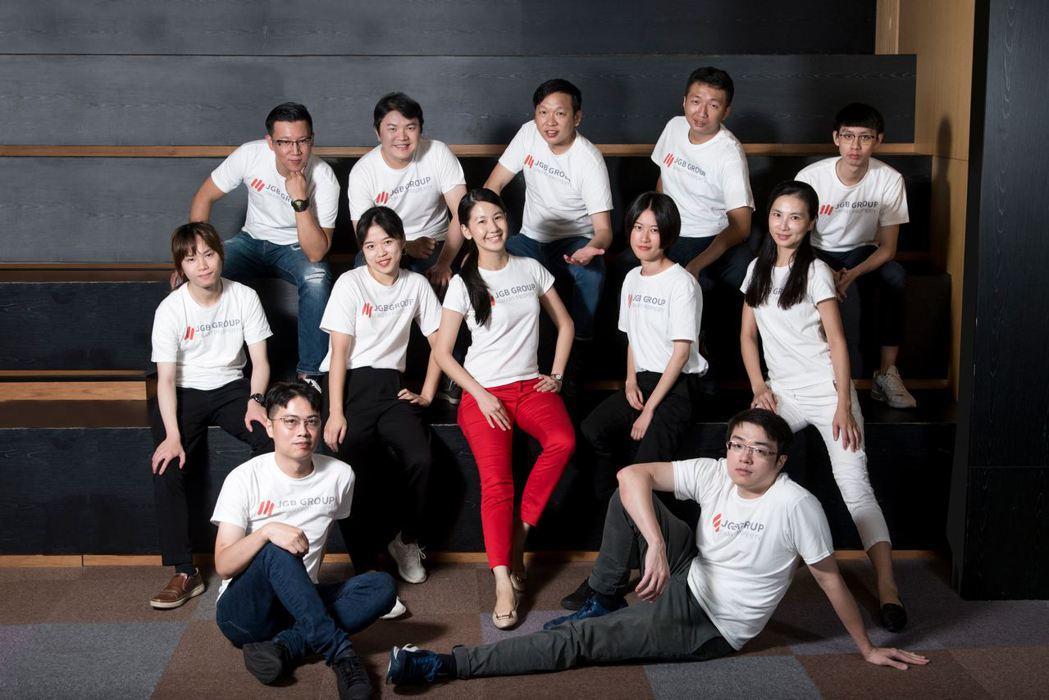JGB創辦人兼執行長田智娟(中)與團隊合照。圖/業者提供