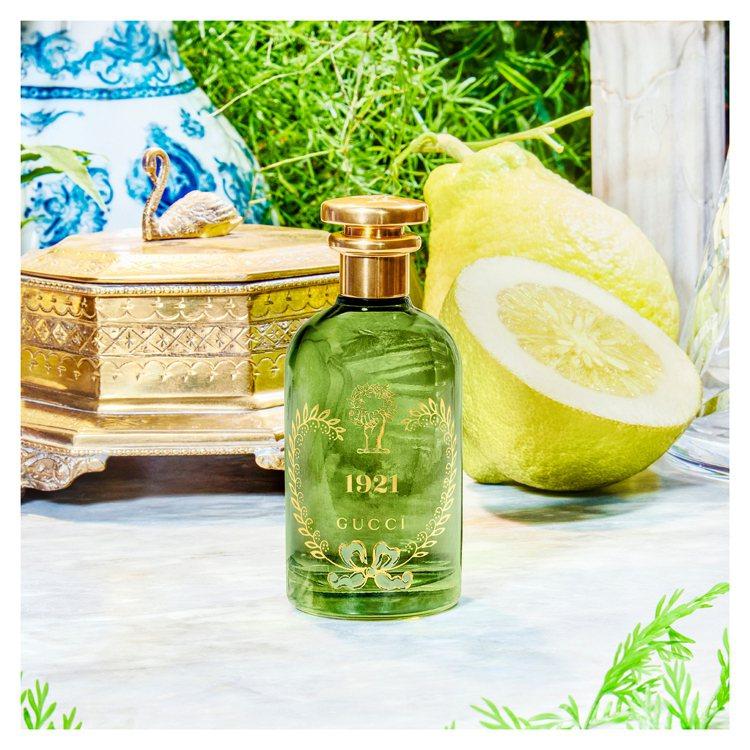 特別採用了草綠色透明玻璃,向GUCCI標誌性顏色致敬,也呼應清新優雅的香調。圖/...