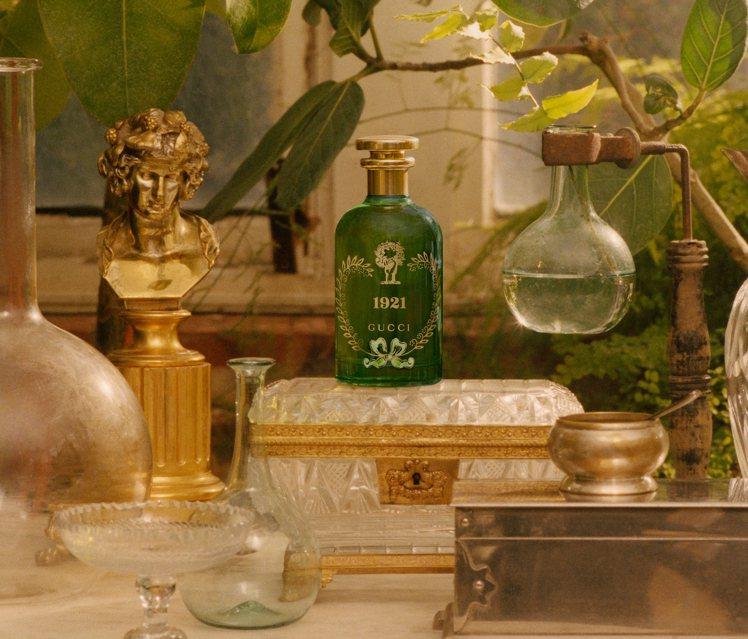今年邁入100周年的義大利時尚品牌GUCCI,旗下煉金士花園系列香氛家族最近又迎...