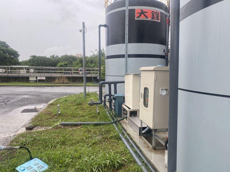 苗栗水資源回收中心RO級大型移動式淨水設備今天完工,每天產生1500噸可供工業冷卻水及生活次級用水。圖/苗栗縣政府提供