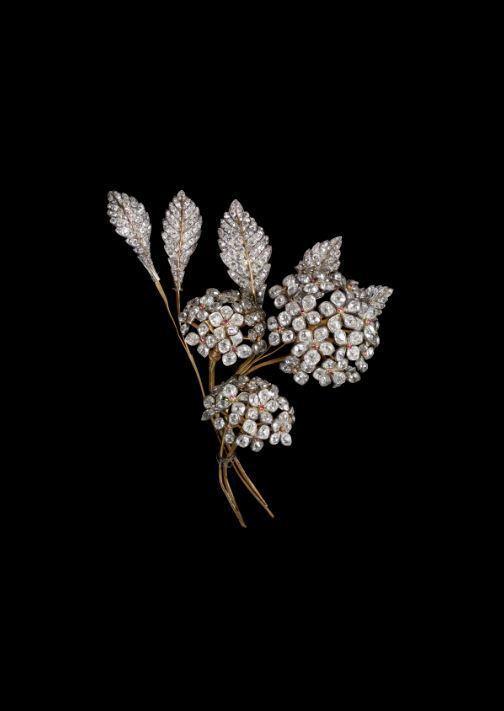 尼鐸及其子為奧坦絲皇后(Queen Hortense)製作的胸針 ,她是約瑟芬皇...