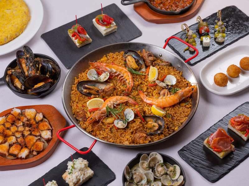 西班牙海鮮烤飯+4款Tapas。圖/摘自Molino de Urdániz渥達尼斯磨坊官方臉書