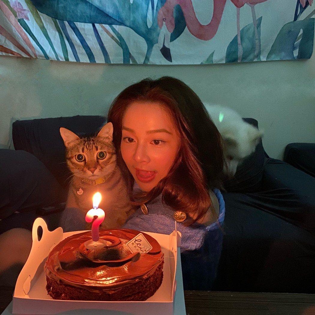 蔡祥生日時和貓咪一起慶祝。圖/「好好聽FM」提供