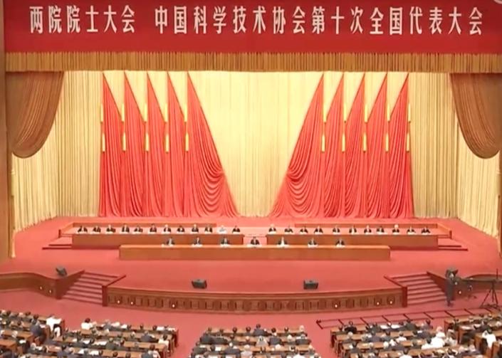 中共總書記習近平出席5月28日兩院院士大會,重申科技強國戰略,透露重要信號。(央視新聞聯播截圖)