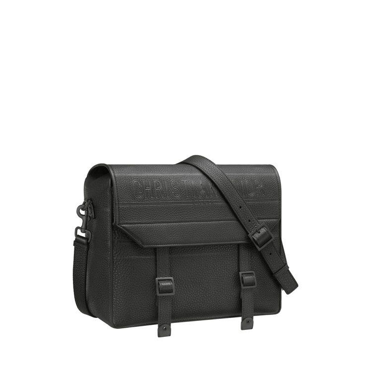 DiorCamp黑色粒紋柔軟小牛皮郵差包,11萬元。圖/DIOR提供