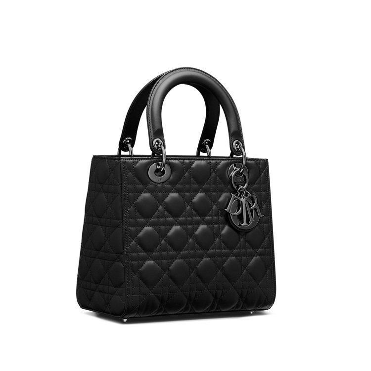 Lady Dior黑色釕金屬小羊皮中型提包,15萬元。圖/DIOR提供