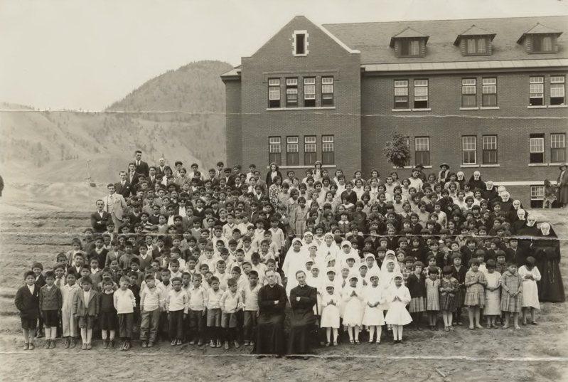 甘露印地安寄宿學校集會,攝於1937年。該校在加國印地安寄宿學校系統中規模最大,1950年代註冊人數曾多達500人。歐新社