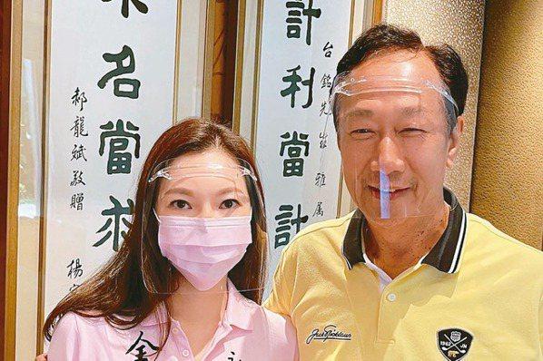 鴻海創辦人郭台銘(右)與夫人曾馨瑩。永齡基金會╱提供