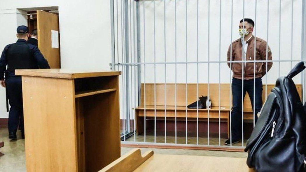 他的家屬表示,由於獄方的全面禁見政策,親友們一直都無法確定拉提波夫的官司狀況。一...