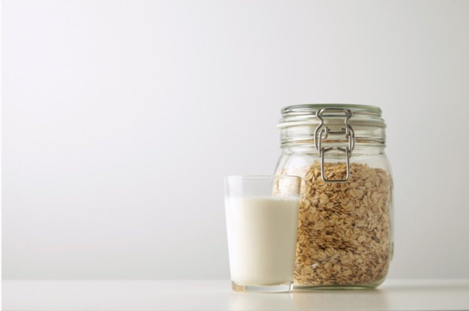 喝燕麥奶就是有喝到「奶」了嗎?一樣有奶字 營養組成可完全不一樣! 圖/freep...