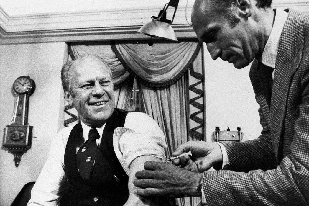 圖/白宮:1976年的時任總統福特。美國過去曾在1976年的豬流感期間研發疫苗時...