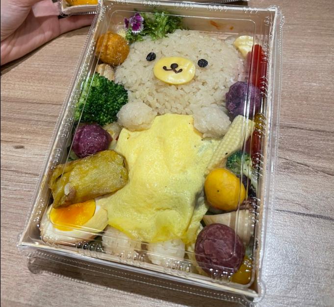 店家的可愛造型餐盒被客人批評會教壞小孩。圖擷自爆廢公社